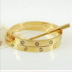 Jewelry - Love bangle
